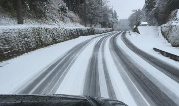 snow_road_01.jpg